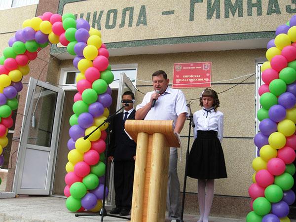 Поздравление директора школы 1 сентября на линейке 63